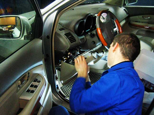 Ставим автосигнализацию в сертифицированной мастерской